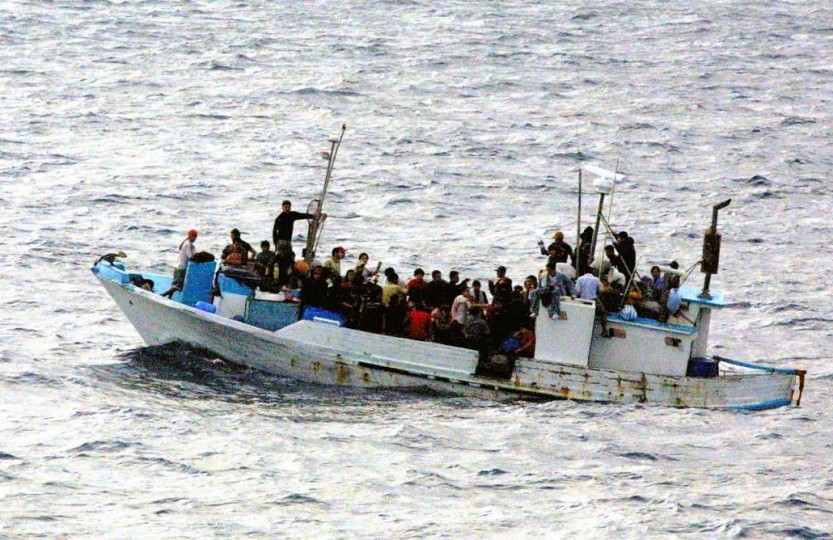 Refugees_on_a_boat-833x540.jpg